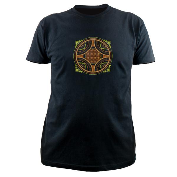 Вышитая футболка №19