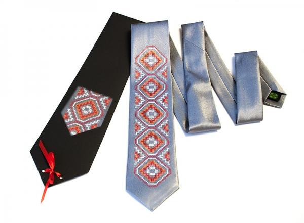 Галстук с вышивкой Сокол