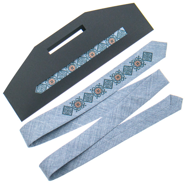 Узкий вышитый галстук №923