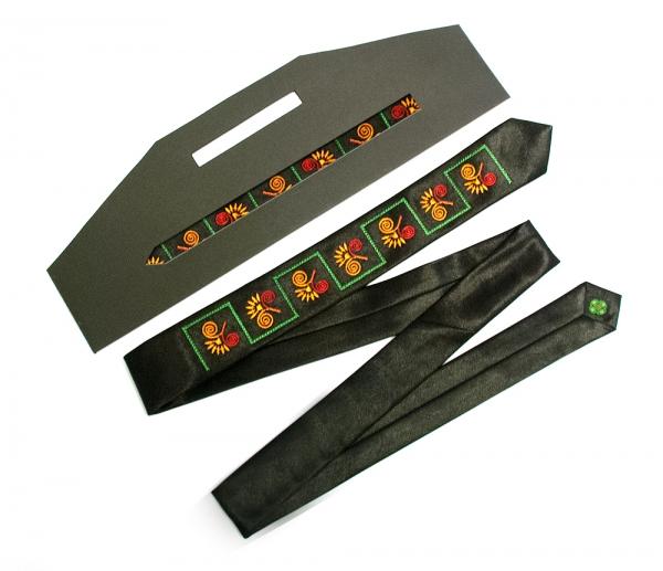 Узкий галстук с вышивкой Эпсилон