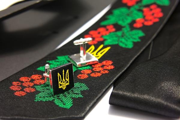 Вышитый набор с платком и запонками Добромир
