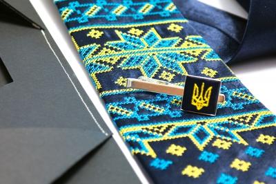 Вышитый набор с платком и зажимом Щастислав
