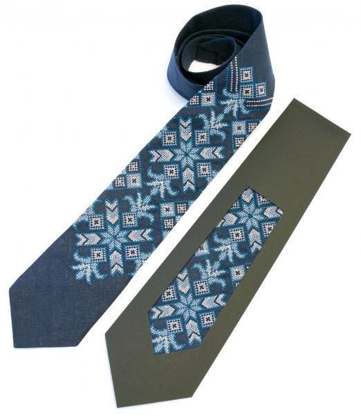 Вышитый галстук из льна Сынко