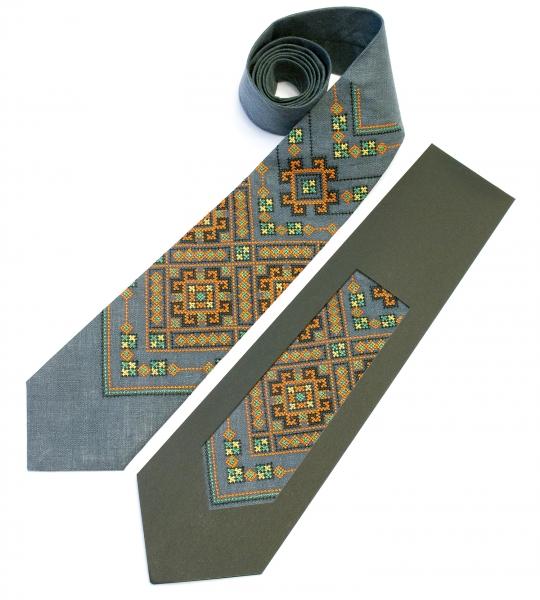 Вышитый галстук из льна Хот
