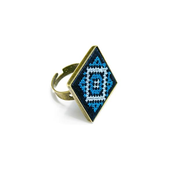 Вышитое кольцо Нева