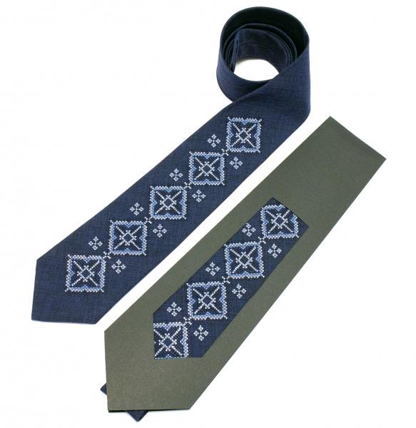 Вышитый галстук Скай