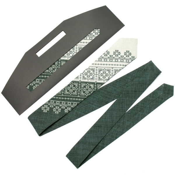 Узкий вышитый галстук №622