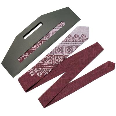 Узкий вышитый галстук №623