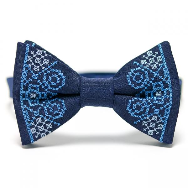 Синяя вышитая бабочка №642