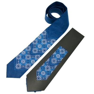 Вышитый галстук из льна №676