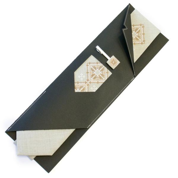 Вышитый галстук с зажимом Колоб
