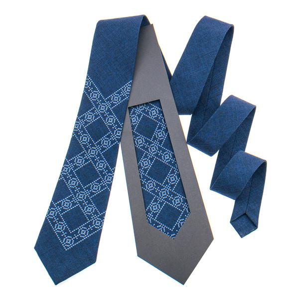 Классический галстук с вышивкой №845