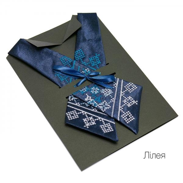 Кросс-галстук с вышивкой Лилея