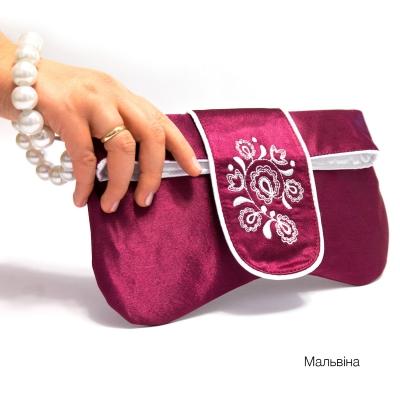 Клатч с вышивкой Мальвина