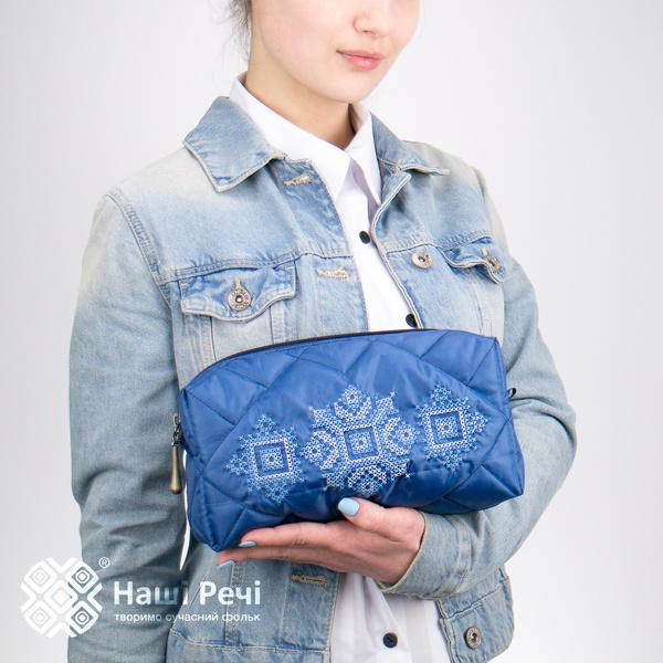 Синяя вышитая косметичка №792