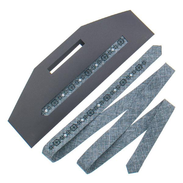 Тонкий галстук с вышивкой №828