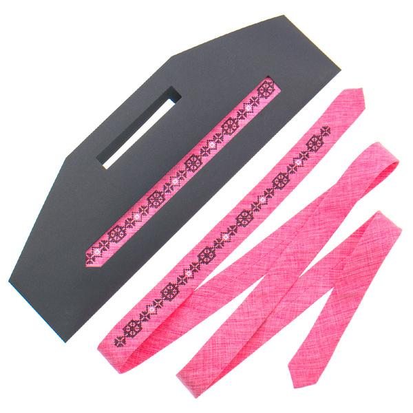 Тонкий галстук с вышивкой №832