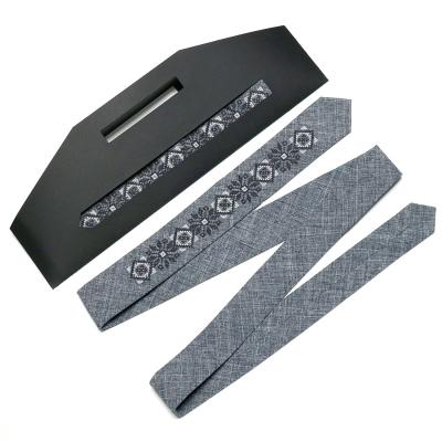 Узкий вышитый галстук №754