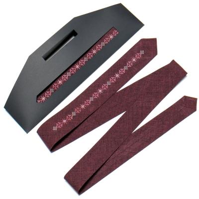 Узкий вышитый галстук №763