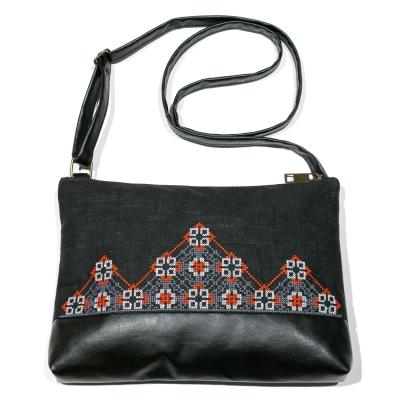 Вышитая сумка на плечо №693