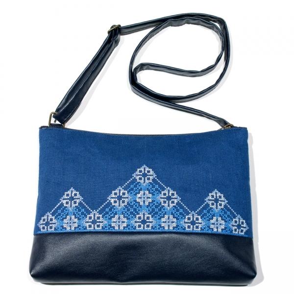 Вышитая сумка на плечо №694