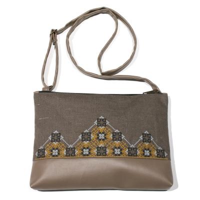 Вышитая сумка на плечо №695