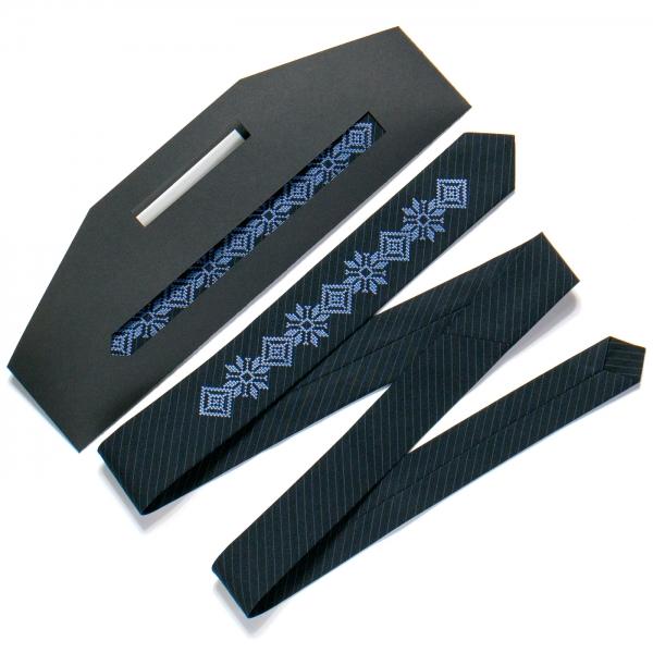 Тонкий вышитый галстук №719