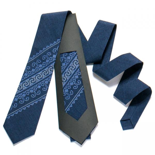 Вышитый галстук №722