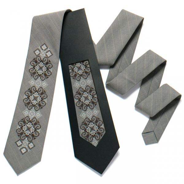 Вышитый галстук №723