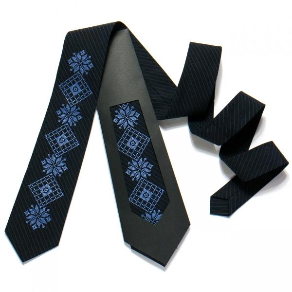 Вышитый галстук №727