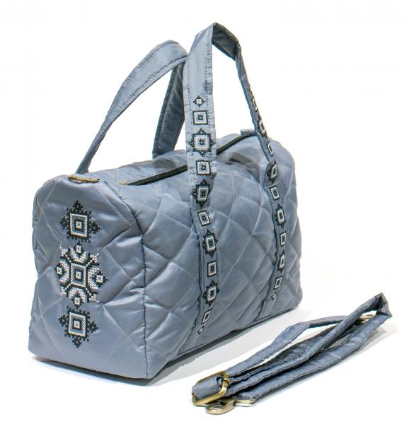 Вышитая сумка-бочонок серая №770