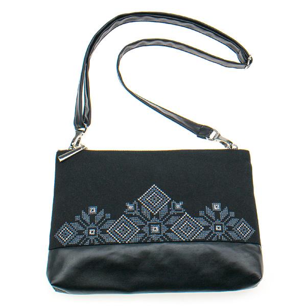 Вышитая сумка на плечо или запястье №901