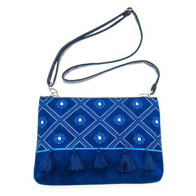 Вышитая сумка на плечо или запястье №879