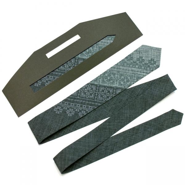 Узкий вышитый галстук Дубок
