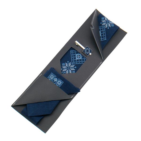 Вышитый галстук с платком и зажимом №853